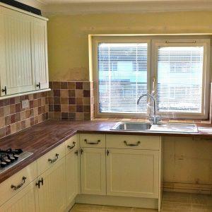 Modern Kitchen brown work tops